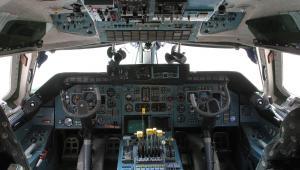 Największy samolot na świecie Antonow An-225 Mrija: wnętrze kokpitu