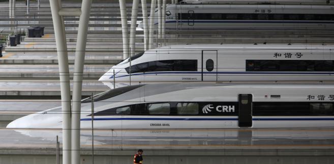 Stacja kolejowa Hongqiao w Szanghaju, na której stoją szybkie pociągi.