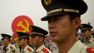 Chińscy policjanci podczas defilady z okazji 90-lecia Komunistycznej Partii Chin