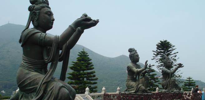 Posągi w pobliżu Wielkiego Buddy w Hongkongu