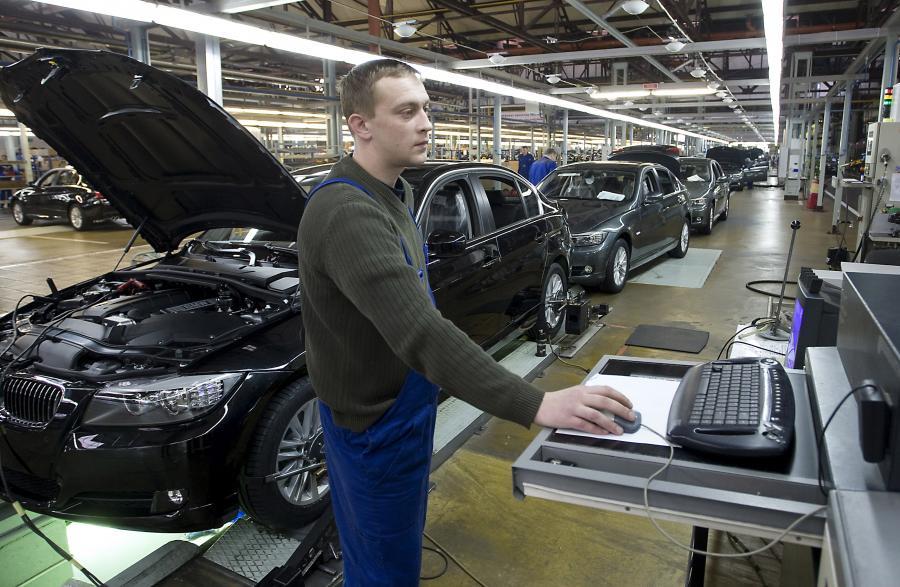 Rosyjska fabryka samochodów w Kaliningradzie, fot. Bloomberg