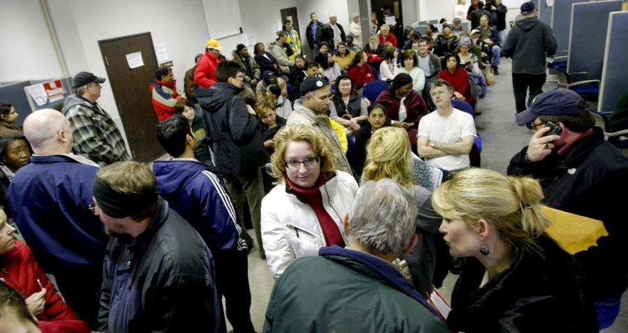 Sondaż: rząd za późno dostrzegł skutki kryzysu. fot. Bloomberg