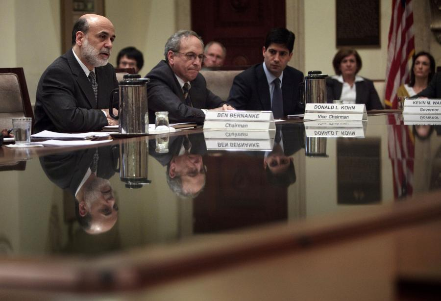 Ben S. Bernanke, chairman of the U.S. Federal Reserve, left, Donald Kohn, Fed vice chairman, center, and Kevin Warsh, a Fed governor. fot. Bloomberg