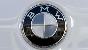 Logo BMW. Fot. Guenter Schiffmann/Bloomberg