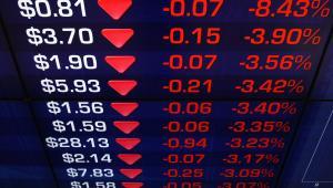 Tablica z kursem akcji na giełdzie w Sydney, fot. Sergio Dionisio/Bloomberg