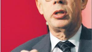 """BIO: John Kay, jeden z głównych brytyjskich ekonomistów. Profesor London School of Economics i pierwszy dyrektor założonej przy uniwersytecie oksfordzkim Said Business School. Autor książek, stały felietonista """"Financial Timesa"""". Przez dziesięć lat, od 1986 roku, prowadził firmę konsultingową London Economics Fot. Materiały prasowe"""