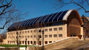 Kroon Hall na Uniwersytecie Yale, który zajął czwarte miejsce w rankingu uczelni wyższych QS World University Rankings