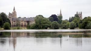 Wieże kolegiów Christchurch oraz Merton na Oxfordzie. Uniwersytet Oksfordzki zajął piąte miejsce w rankingu uczelni wyższych QS World University Rankings