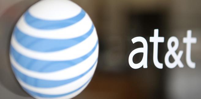 Logo AT& T. Fot. Andrew Harrer/Bloomberg