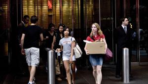 Bankructwo Lehman Brothers, wrzesień 2008 r.: Pracownicy banku wynoszą swoje rzeczy w siedziby firmy