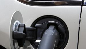 Ładowanie baterii samochodu elektrycznego Opel Ampera, Frankfurt Motor Show 2011