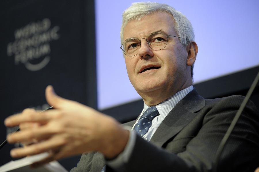 Szef banku Alessandro Profumo pozbywa się aktywów, które nie są strategiczne oraz tnie koszty.