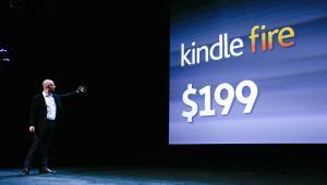 Prezes Amazon Jeff Bezos prezentuje tablet Kindle Fire