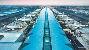 W Dubaju kończy się budowa terminalu, który będzie mógł przyjąć jednocześnie aż 20 samolotów A380. To wciąż za mało: emirat postanowił stworzyć nowy port, który rocznie obsłuży 160 mln pasażerów Fot. Materiały prasowe