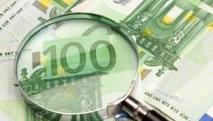 Lupa i pieniądze Fot. Shutterstock