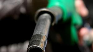 Tanieje ropa, tanieje paliwo