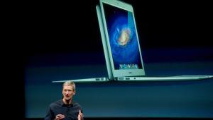Tim Cook przemawia na konferencji, na której zadebiutował iPhone 4S, fot. David Paul Morris/Bloomberg