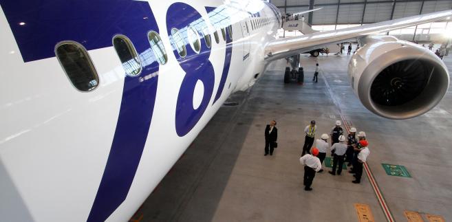 Boeing 787 w tokijskim hangarze