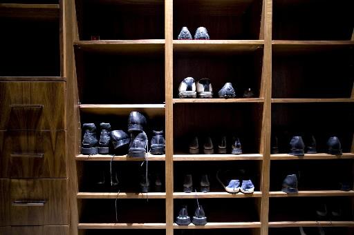 Buty na półkach, fot. Daniel Acker/Bloomberg