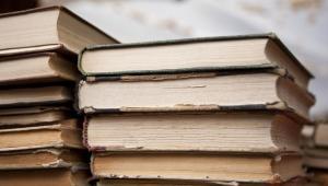 Zmiana stawki VAT spowoduje, że sklepy zamiast zmienić ceny książek, odeślą je do wydawców. Fot. Shutterstock.