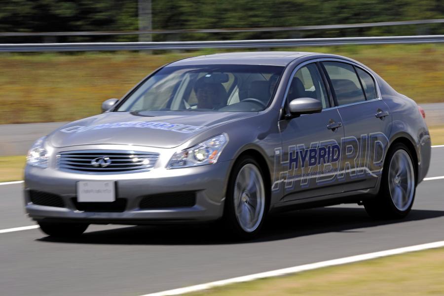 Prototypowy samochód Nissana o napędzie hybrydowym, fot. Bloomberg