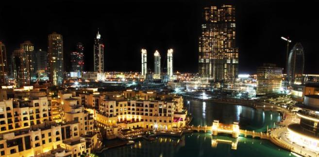 Nocny widok na Dubaj, stolicę Zjednoczonych Emiratów Arabskich. Fot. Shutterstock.