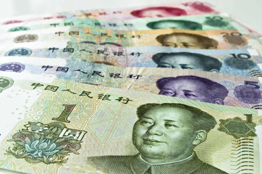 Chińska waluta - juan, fot. Bloomberg