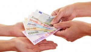 Prezydent Bronisław Komorowski podpisał nowelizację ustawy o Bankowym Funduszu Gwarancyjnym (BFG), przewidującą wzrost gwarancji dla bankowych depozytów z 50 tys. do 100 tys. euro. Fot. Shutterstock
