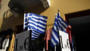 Flagi Grecji za 1 euro, fot. Kostas Tsironis/Bloomberg