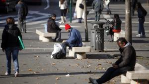 Włochy, bezrobotni na ulicy w Rzymie