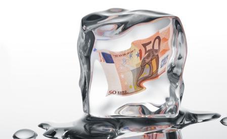 Pięciu przywódców państw unijnych, w tym prezydent Francji Nicolas Sarkozy, kanclerz Niemiec Angela Merkel i premier Wielkiej Brytanii David Cameron, zażądało zamrożenia budżetu UE w liście do Komisji Europejskiej - podała w sobotę francuska prezydencja. Fot. Shutterstock