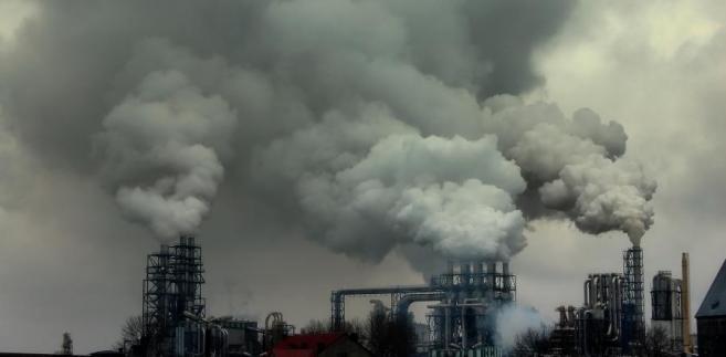 Dym wydobywający się z kominów fabrycznych