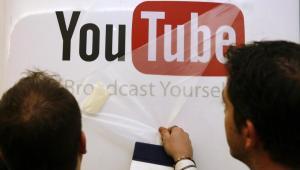 Po tym, jak Chad Hurley ogłosił, że rezygnuje z funkcji prezesa YouTube, nie ustają spekulacje na temat dalszej kariery założyciela najpopularniejszego na świecie serwisu z plikami wideo. Według informacji Wall Street Journal, Hurley zostanie doradcą Google. Zamierza również zainwestować część z 350 mln dol., które zarobił dzięki YouTube, w projektowanie odzieży.