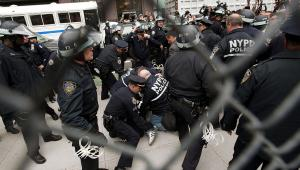 Policja likwiduje obóz ruchu Okupuj Wall Street na Mahattanie