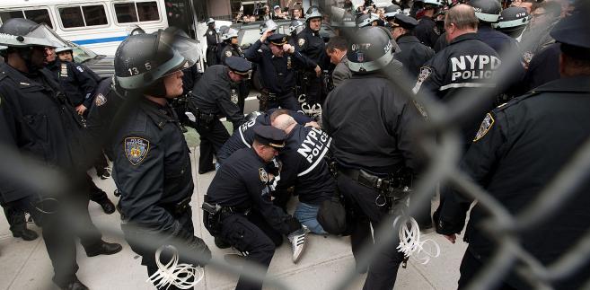 """Policja likwiduje obóz ruchu """"Okupuj Wall Street"""" na Mahattanie (4)"""