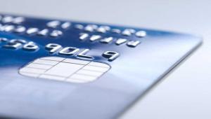 Opłaty związane z kartą kredytową powinny być głównym czynnikiem branym pod uwagę przy wyborze rachunku osobistego. Karta może być bowiem źródłem sporych oszczędności, ale też dużych kosztów. Fot. Shutterstock