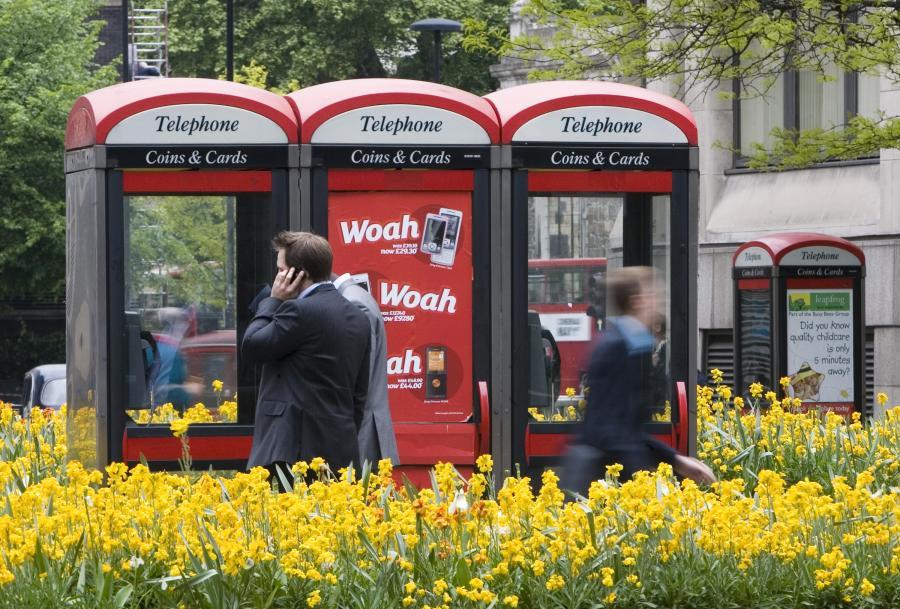 Charakterystyczne budki telefoniczne British Telecom