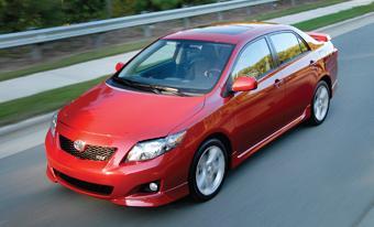 Toyota Corolla/Matrix przejeżdża na 1 galonie paliwa 27-31 mill (miasto-poza miastem)