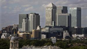 Canary Wharf - panorama dzielnicy finansowej Londynu. Fot. Bloomberg