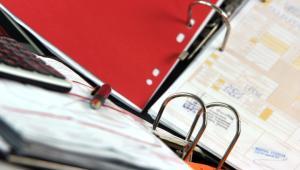 Zdecydowana większość polskich przedsiębiorstw wciąż realizuje proces opisywania i akceptacji faktur w formie podpisu na rewersie faktury