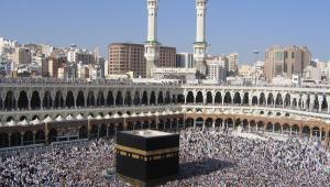 Tłumy pielgrzymów wokół Al-Kaaba, Mekka, Arabia Saudyjska, fot.  ayazad