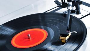 Gramofon z płyta winylową, mat. shutterstock