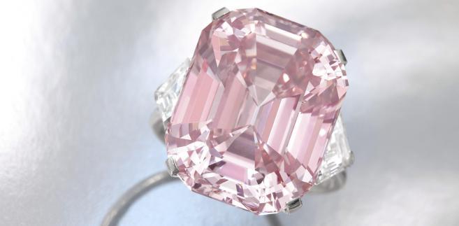 Różowy diament (2): Kamień o wadze 24,78 karata został sprzedany na licytacji w domu aukcyjnym Sothebys w Genewie za 45,75 mln dolarów. Fot. Bloomberg.