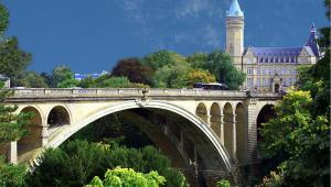 Luksemburg, most Pont Adolphe, autor: Claude Wians, licencja: Creative Commons 2.0