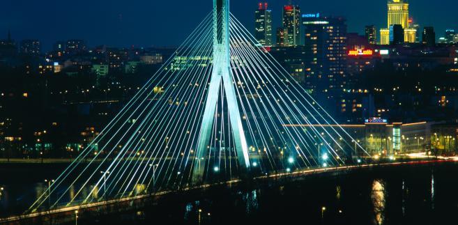 Panorama Warszawy. Na pierwszym planie Most Świętokrzyski, w tle warszawskie wieżowce. Fot. Zbigniew Panow, źródło: Urząd Miasta Warszawy