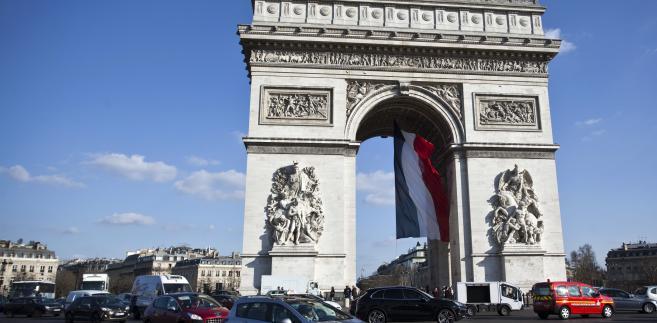 Łuk Triumfalny, Paryż, Francja, fot. Balint Porneczi/Bloomberg