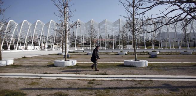Zaniedbany plac na terenie głównego kompleksu olimpijskiego w Atenach.