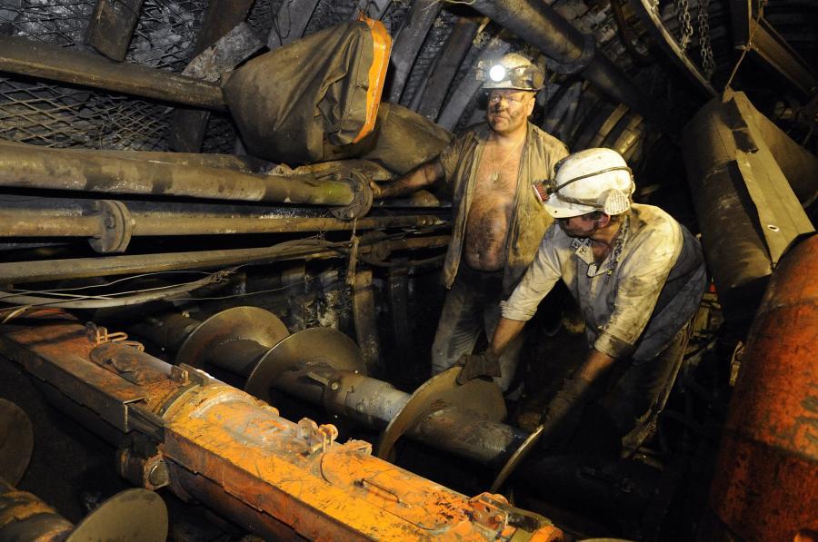 Górnicy przy wydobyciu węgla. Fot. Bloomberg