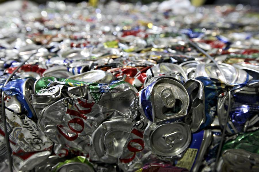 Puszki aluminiowe. Fot. Bloomberg