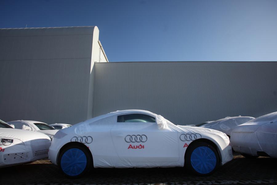 Mimo wyraźnie odczuwalnych skutków globalnego kryzysu finansowego i gospodarczego w branży motoryzacyjnej koncern Audi zamknął 2009 r. dodatnim wynikiem operacyjnym i tylko niewielkim spadkiem sprzedaży